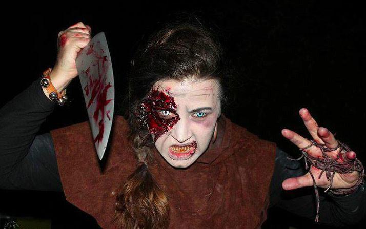 Halloween Kontaktlinsen im Einsatz